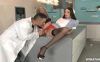 hd lyen hawt nurse seducing doctor