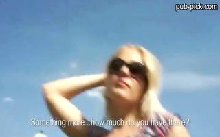 amateur blonde honey screwed in the park