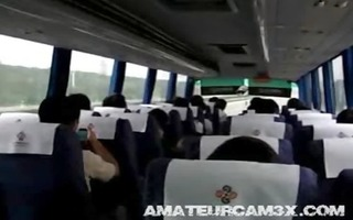girlfriend masturbates on a crowded bus