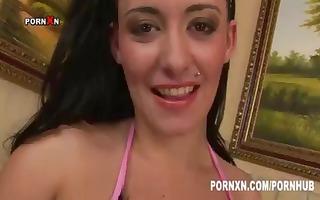 brunette isabelle acquires her wet crack fisted