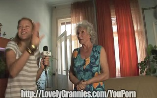 mature granny puts dick in her mouth